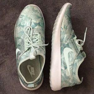 Nike slip on sneaker Juvenate Flo Mint US8